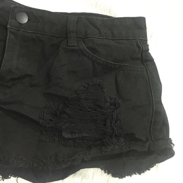 Forever 21 Tattered Shorts (black)