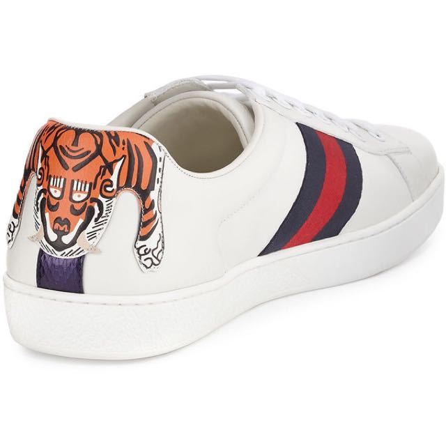 ... Embroidered Tiger White Scarpa Uomo · Gucci Ace Tiger · Gucci Ace  Sneakers · Gucci ... 140c9bf531d