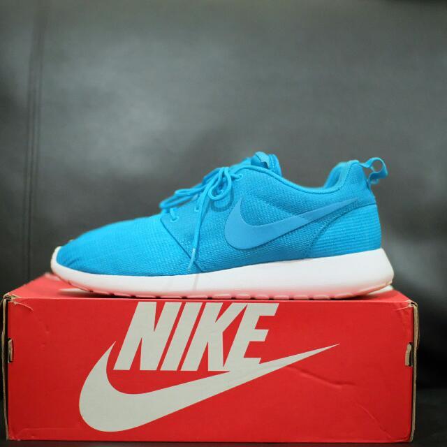 Nike Roshe One Shoes