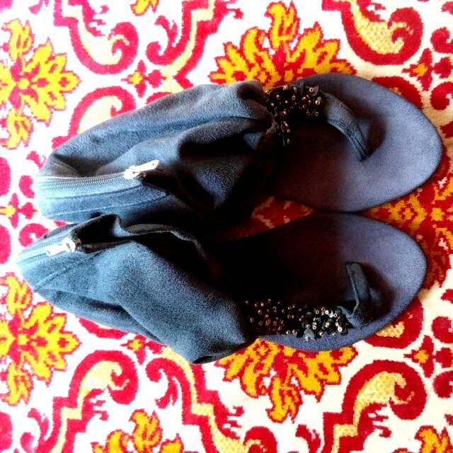 Sandal Hitam