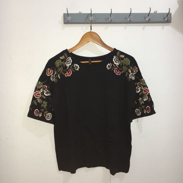 STRADIVARIUS Embroidered Top