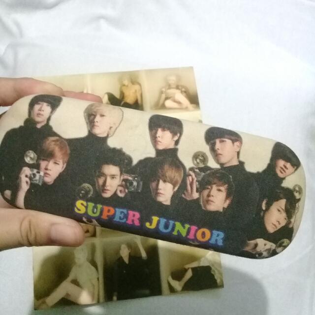 Tempat Kacamata Super Junior