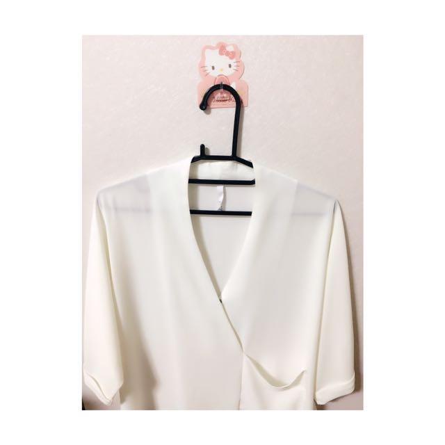 ✨雪紡修飾v領上衣✨