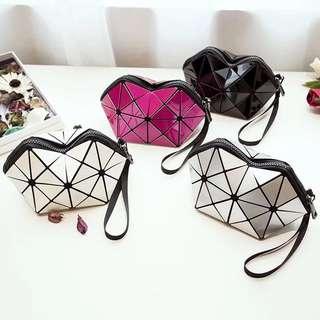 🚚 💥新品優惠回饋價💥新款幾何菱格包化妝包 韓國幾何立體筆袋手拿包收納包