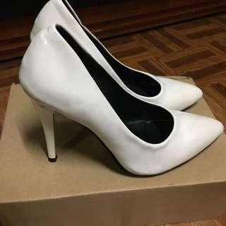 白色亮片尖頭高跟鞋