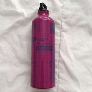 Lululemon Manifesto Water Bottle - Magenta