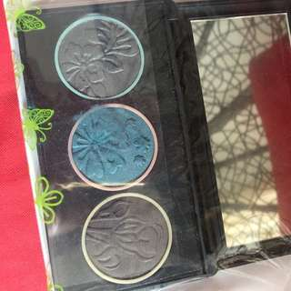 ELIANTO EYESHADOW WITH PALLETE