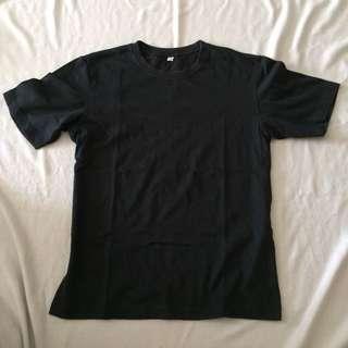 Uniqlo Tshirt Size M