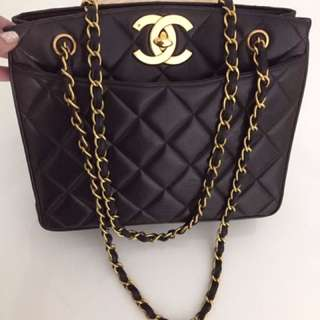 CHANEL GIANT CLASSIC CC TURNLOCK IN BLACK MATALESSE LAMBSKIN & 24K GOLD HARDWARE. PUFFY & GOOD CONDITION