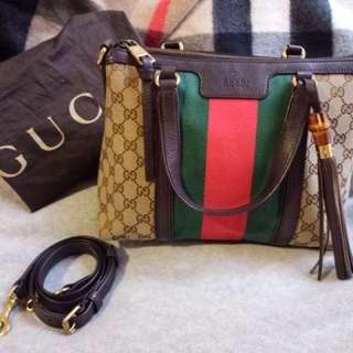 Almost Brand New Gucci classic Canvas