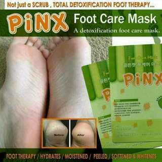 Pinx Foot care mask ( Detoxification foot care mask ) On Hand