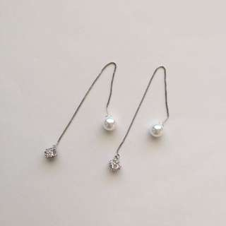 CRYSTAL PEARL THREAD DANGLE EARRINGS