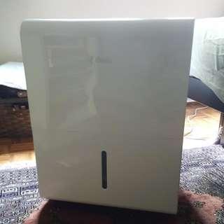 Classic Dehumidifier 1 Week Old