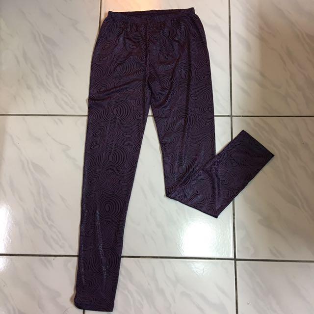 深紫色內搭褲