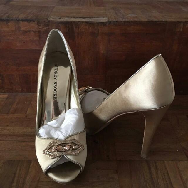 Authentic Audrey Brooke Closed Shoes Size 7 1/2