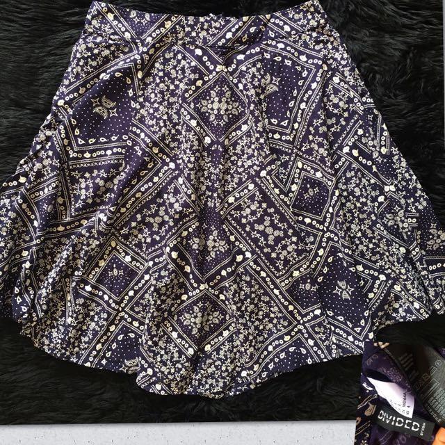 BNWOT H&M printed skirt