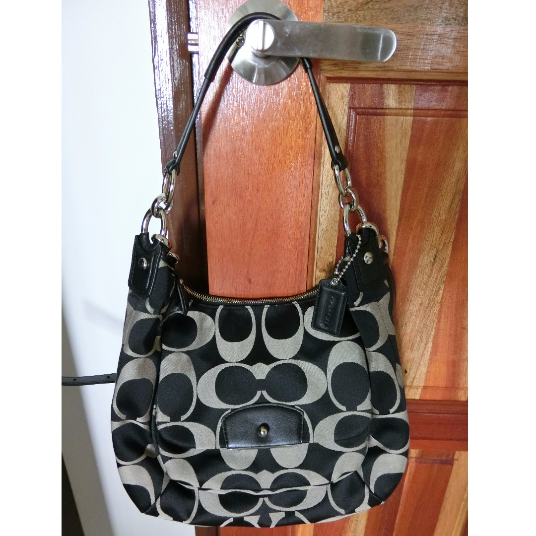 Coach shoulder bag with sling (Authentic)