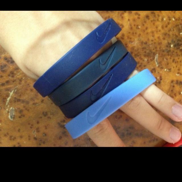徵求!Nike 手環(顏色不拘)