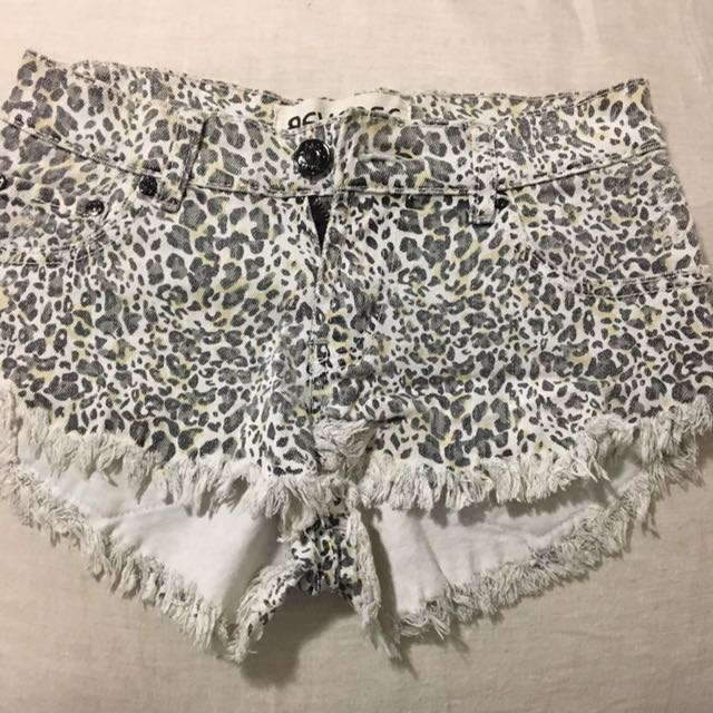 Reverse Size 7 Leopard Shorts