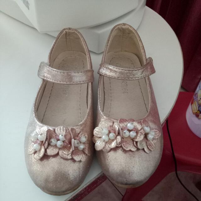 Sepatu Bunga