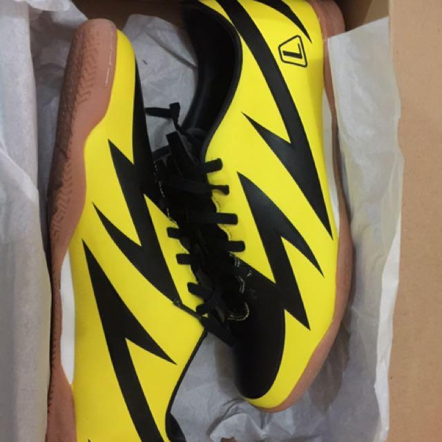 Sepatu League Futsal Baru