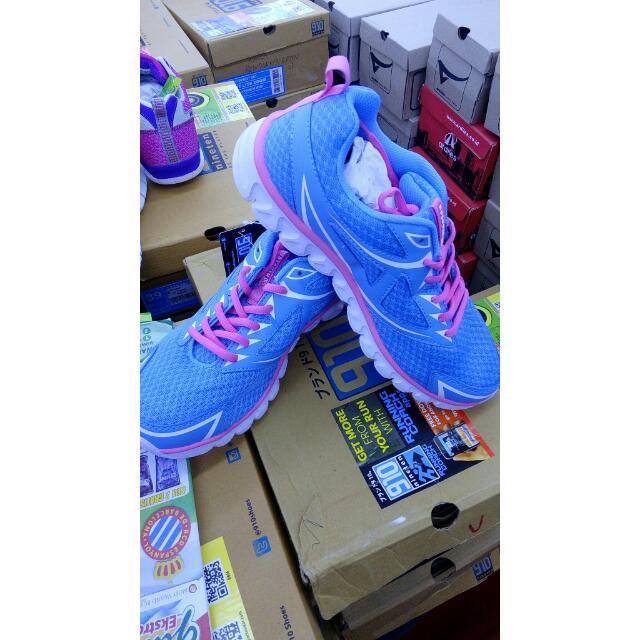 Sepatu Nine Ten
