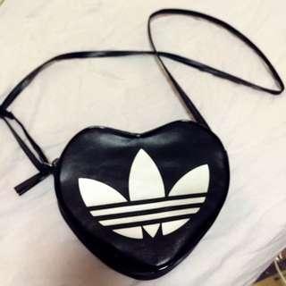 Adidas愛迪達桃心包 愛心包
