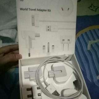 REPRICE World Travel Adapter Kit Apple