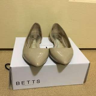 Betts Nude Flats