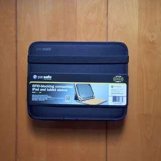 Pacsafe RFID-Tec 300 Tablet Sleeve