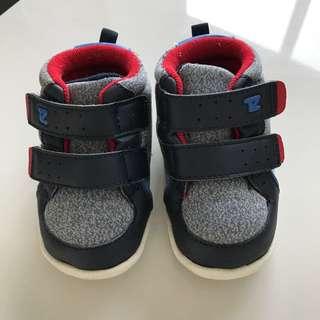 Boy Shoes Uk 4 , EUR22