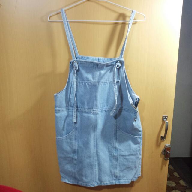 淺藍吊帶裙