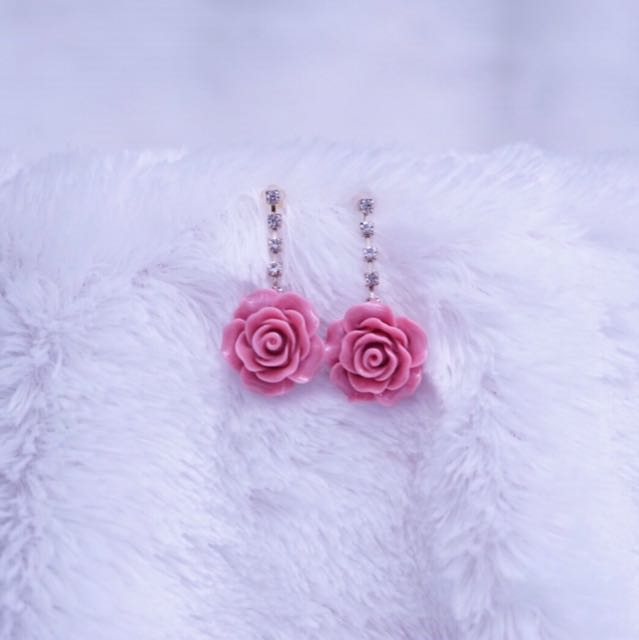 anting wanita bentuk bunga rose pink model panjang