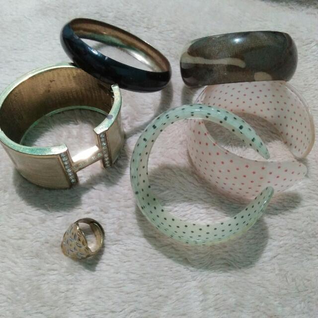 Bangles & 1 Ring