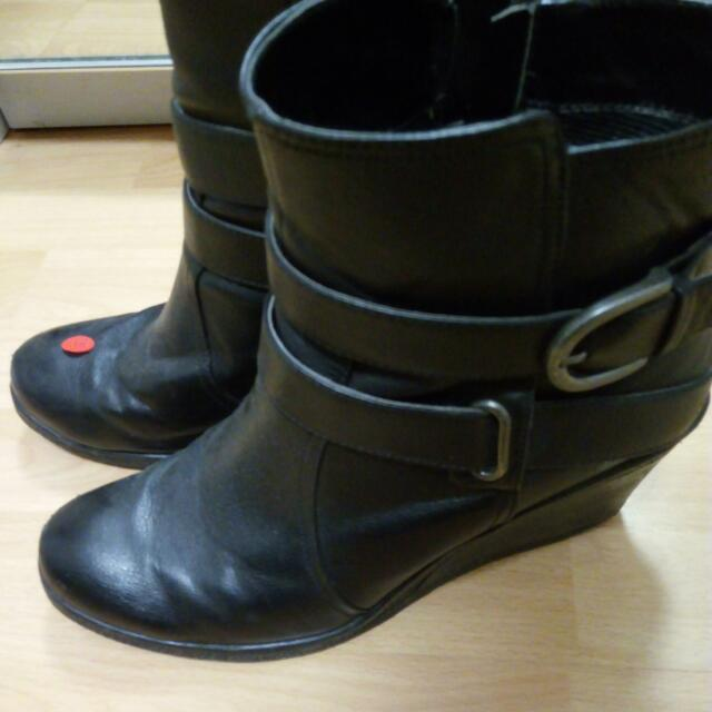 Black Wedge Boots Size 10