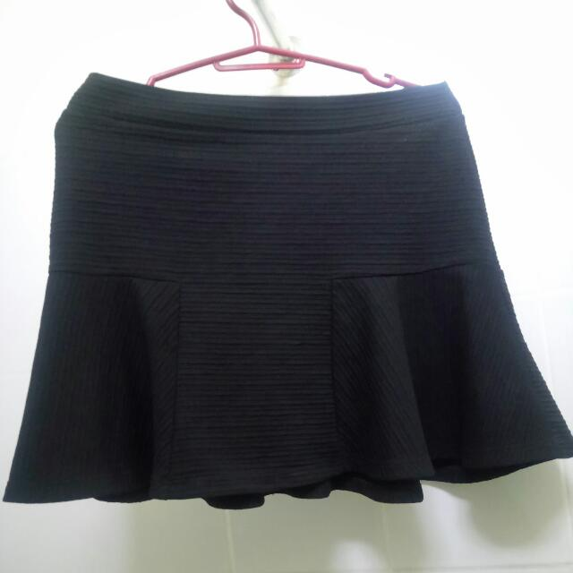 Black Zara Skirt With Flowy Hem