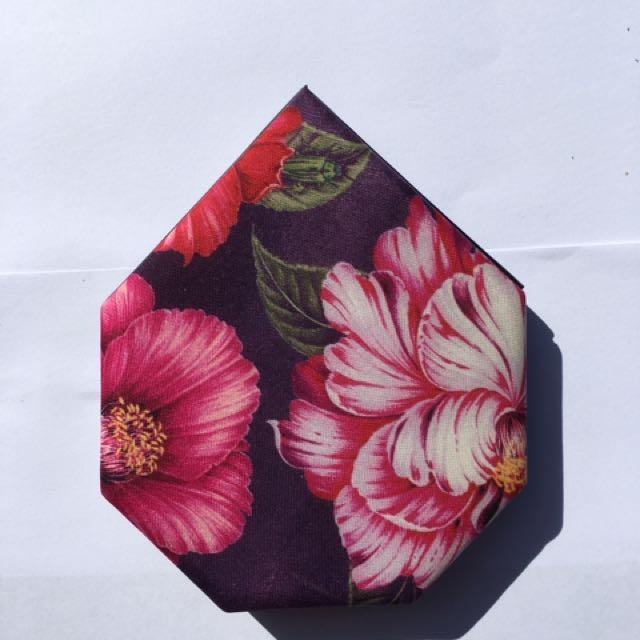 SHISEIDO - Limited Edition Festive Camellia Palette