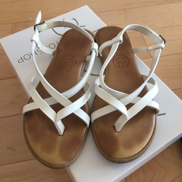 Simple White Sandal (US 6)