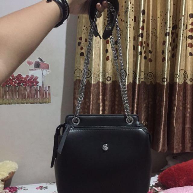 sling bag black (seperti fendi)