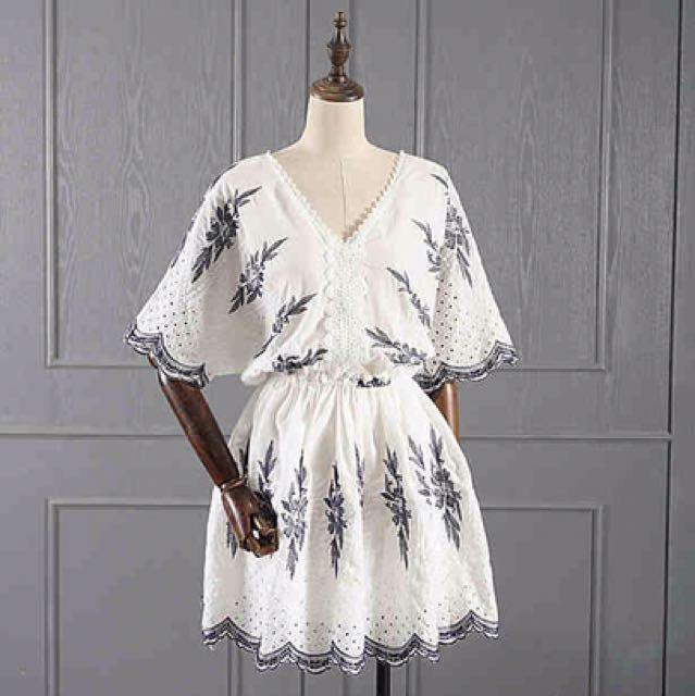 韓國白色民族風V領洋裝