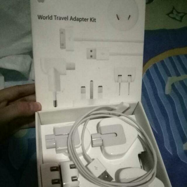 REPRICE World Travel Adapter Kit Apple