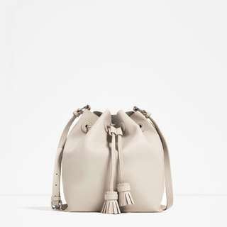 ZARA – IVORY TASSEL BUCKET BAG (WORN ONCE)