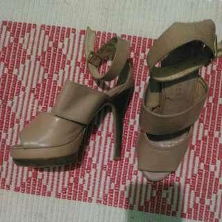Janeo nude high heels