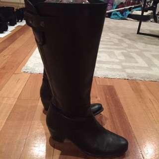 Black Boots Mountfords