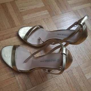 💲 Gold Heels