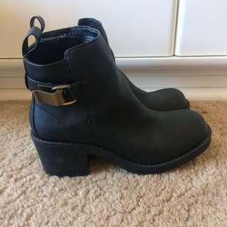 Dotti Black Boots