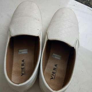 sepatu putih viera