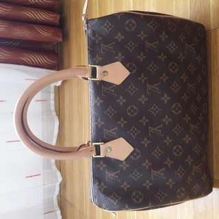 Selling my Preloved LV Bag with Lock and Key