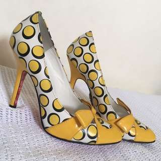 Betsey Johnson pumps in Chip Yellow