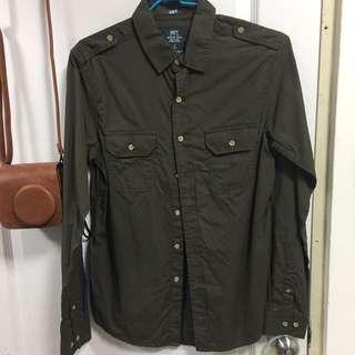 NET軍綠色襯衫